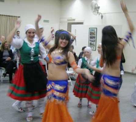 Dantzaris de las colectividades vasca y sirio-libanesa