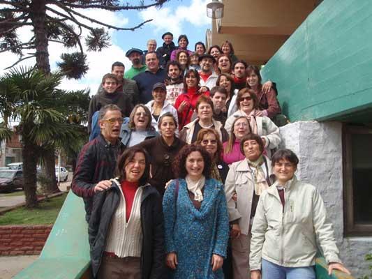 Foto del grupo de alumnos y profesores que participaron del barnetegi 2009 en la ciudad de Las Flores (foto EuskalKultura.com)