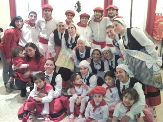 Buenos Airesko Nafar Etxeko dantzariak 2010eko San Fermin jaian