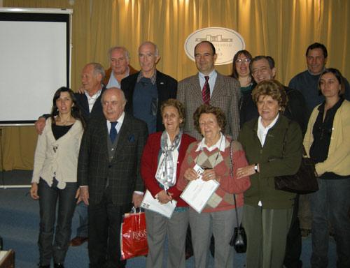 Tres Lomasko jardunaldietan parte hartutako batzuk, tartean Espada alkatea bera eta Trenque Lauquen eta Pehuajotik heldutakoetako batzuk (argazkia Miriam Oyarzabal)