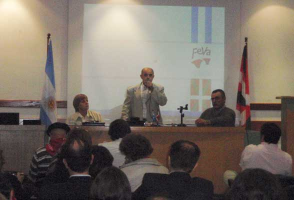 FEVAko agintariak: Marta Abarrategui, idazkaria; Ricardo Basterra, lehendakaria; eta Hugo Andiazabak, diruzaina