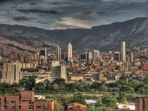 Medellin, mendiz inguratuta