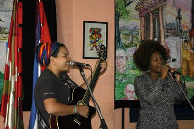 Jade talde kubatarrak ere parte hartu zuen Habanako Centro Vasco jatetxean eginiko Aberri Eguneko ospakizunetan (argazkiak MikelMarotta)
