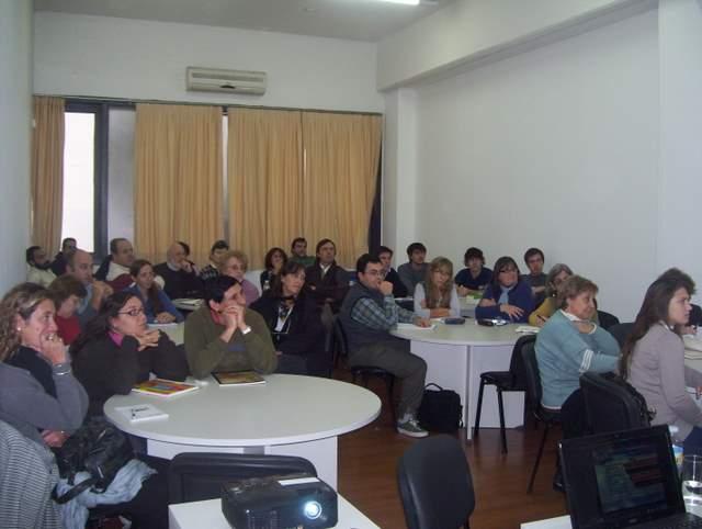 La Platako Unibertsitate Nazionaleko Euskara eta Euskal Kultura eskolen 2011eko ikasturte hasierako aurkezpen klaseko irudia