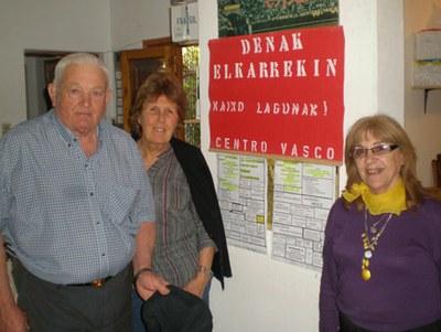 Juana Isabel Errazquin (eskuinean) da joan den larunbatetik aurrera Coronel Dorregoko Denak Elkarekin Euskal Etxeko lehendakari berria (argazkia EuskalKultura.com)