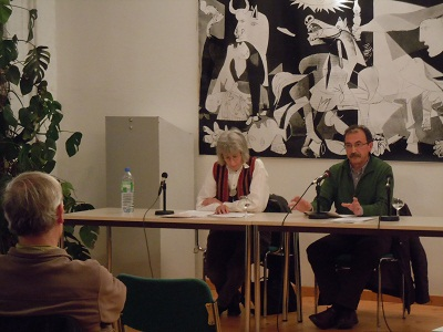 Historian Emilio Majuelo, on the right, during his talk last week (photo BerlinEE)