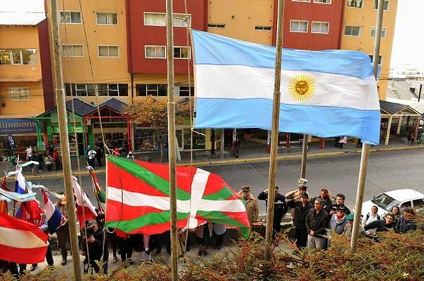 Patagonisn, besteak beste Gizataldeen Ibilbidean ospatu zuten Barilocheko euskaldunek Aberri Eguna (argazkia Alejandra Bartoliche)