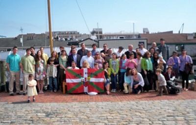 Rhode Island-eko Euskal Etxeko kideak iazko Aberri Eguneko ospakizunean (argazkia RhodeIslandEE)
