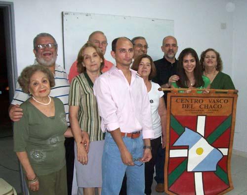 Apiril honetan 2012-14 eperako Kotoiaren Lurra Euskal Etxeko Zuzendaritza Batzordea (argazkia EE)