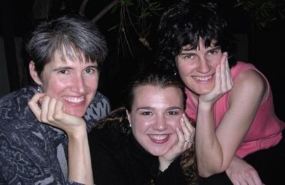 Noka taldeko hiru kantariak: Cathy, Andrea eta Begoña