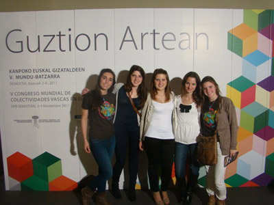 Gaztemundu 2011ko partehartzaile batzuk Euskal Gizataldeen 5. Mundu-Batzarrean