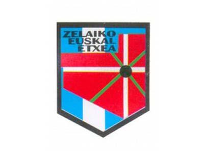 La Pampa probintzia argentinarreko hiriburu Santa Rosako Zelaiko Euskal Etxearen logoa