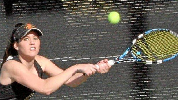 Kirol beka medio, Laura Antoñana tenislaria Kazetaritza eta Ekonomia ikasle da San Diego University-n, Kalifornian.