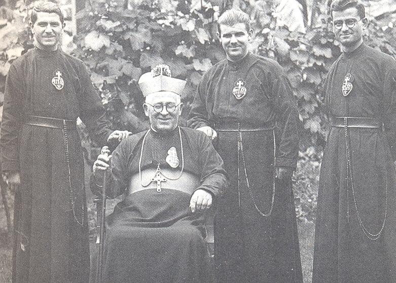 Monseñor Atanasio Jauregui junto a sus compañeros pasionistas Gabino Zugazaga, Juan Primo y Matías Irazábal.