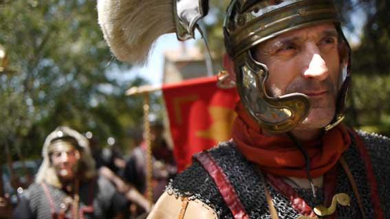 A lo largo del documental, la historia del euskera y su gente se presenta por medio de dramatizaciones (foto Euskara Jendea)