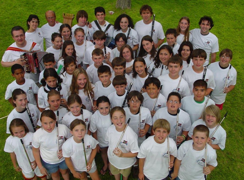 Fotografía de grupo de la última edición de Udaleku en Elko, en 2006. Hacer click encima para agrandar la imagen.
