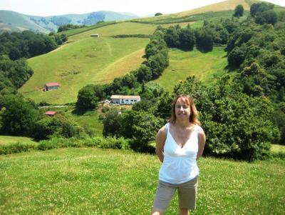 Aita aldudarraren alaba den Nancy Zubiri, Euskal Herrira egindako bidaia batean (argazkia, Nancy Zubiri)