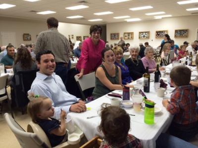 There was a nice atmosphere at the Txoko Ona fall dinner. Pictured the Krakau and Lejardi families (photo Lejardi)