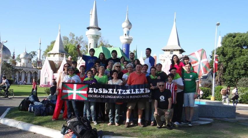 Uno de los grupos del Euskaltegi Euskaltzaleak en la Semana Nacional Vasca 2014 de La Plata