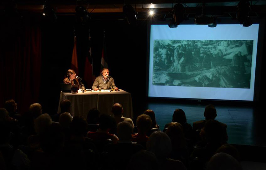 """Presentación del libro """"Winnipeg, testimonios de un exilio"""" en el teatro Lope de Vega, en Santiago de Chile"""