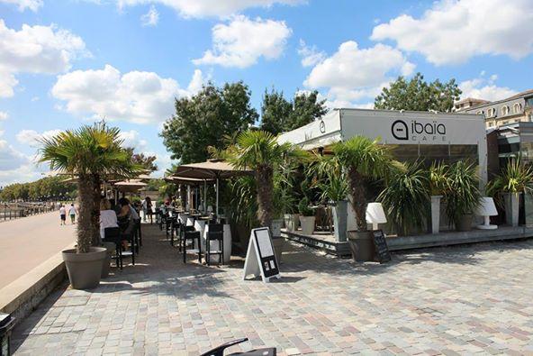 Ibaia Cafe's terrace, by the river (photo Ibaiacafe.fr)