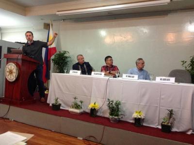 Xabier Agote, Albaolako presidentea, Manilako Kongresuan San Juan ontziaren proiektua aurkezten (argazkia Albaola)