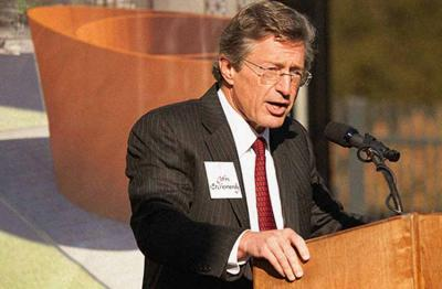 John Etchemendy Stanford Unibertsitateko provost-a (argazkia Arts.stanford.edu)