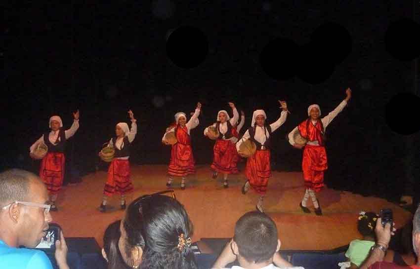 Debut de las dantzaris de la Asociación Vasco Navarra de Beneficencia de La Habana ayer jueves