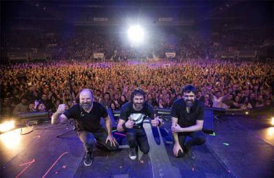 Los componente de Berri Txarrak, Galder Izagirre, David Gonzalez y Gorka Urbizu, en el concierto del BEC de Barakaldo (foto Unai Beroiz)
