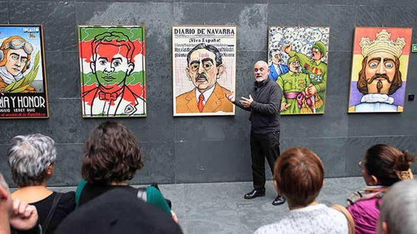 José Ramón Urtasun explica la muestra durante su paso por el Parlamento de Navarra (foto Bergasa-DNN)