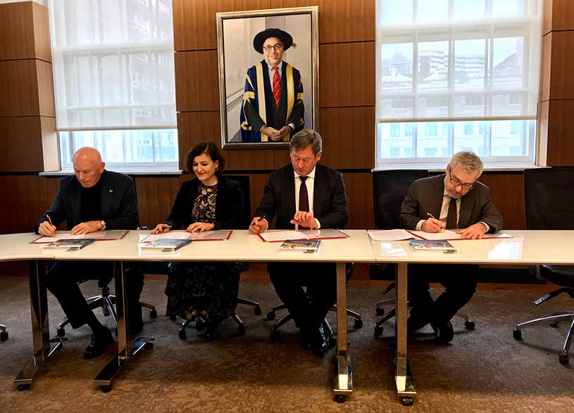 Firman Juan Jose Ibarretxe (ACL), Bingen Zupiria (EJ), Irene Larraza (Instituto Etxepare) y Philip Oxhorn (McGill) (foto Irekia)