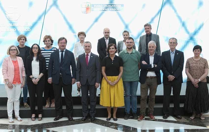 Imagen de los participantes en la reunión del Patronato del Instituto Vasco Etxepare el pasado miércoles en Lehendakaritza (foto Irekia)