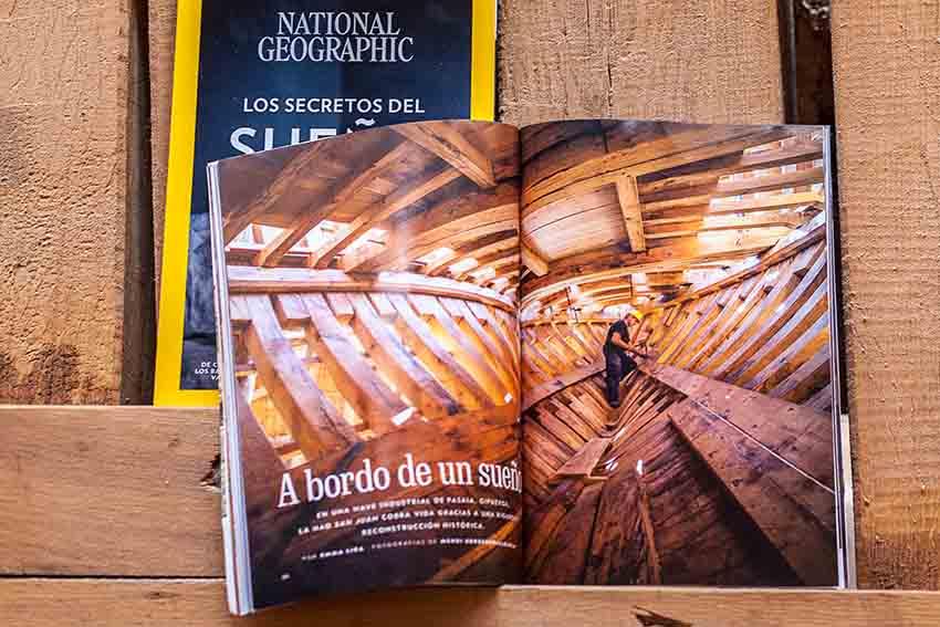 Número de agosto de la revista National Geographic, con 24 páginas dedicadas a Albaola y la aventura ballenera vasca