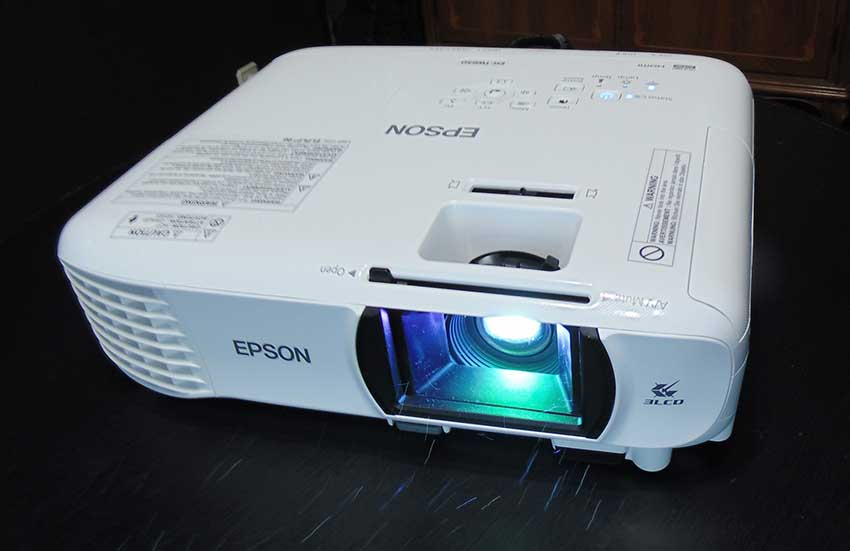 The projector that EuskalKultura.com will raffle for clubs that may need one. Don't miss out!