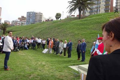 La parlamentaria Jasone Agirre junto a otros miembros del Parlamento y el Lehendakari en la pasada Semana Vasca de Mar del Plata