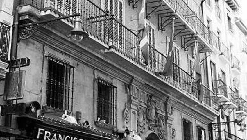Palacio Navarro-Tafalla (c/ Zapatería, Pamplona) que mandó construir el indiano Juan Francisco Navarro en el s. XVIII (actual sede de EAJ/PNV).