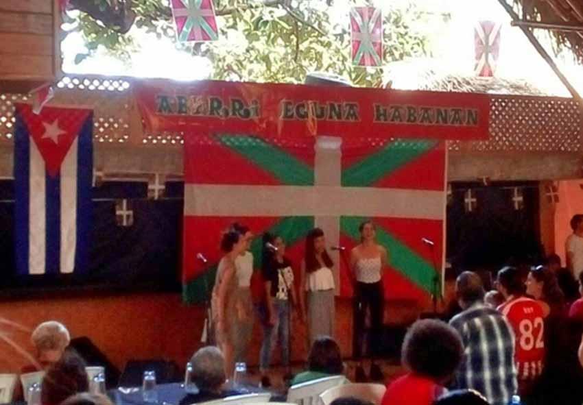 Celebrando Aberri Eguna en Cuba en una edición anterior (foto Patricia Moncada-Asociación Euskadi-Cuba)