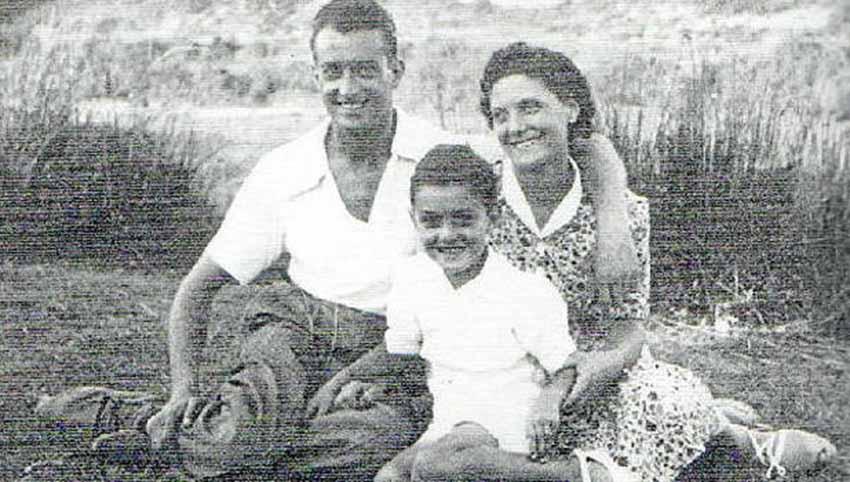 Sebastián Ezquerro y Trinidad Fernández con su hijo Mikel, durante una excursión al campo (foto archivo familiar de Mikel Ezkerro)