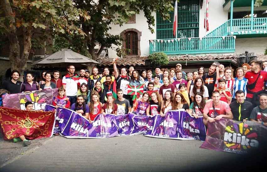 Korrika 21 in Santiago, Chile in front of the Eusko Etxea in the capital city (photo Berriketari)