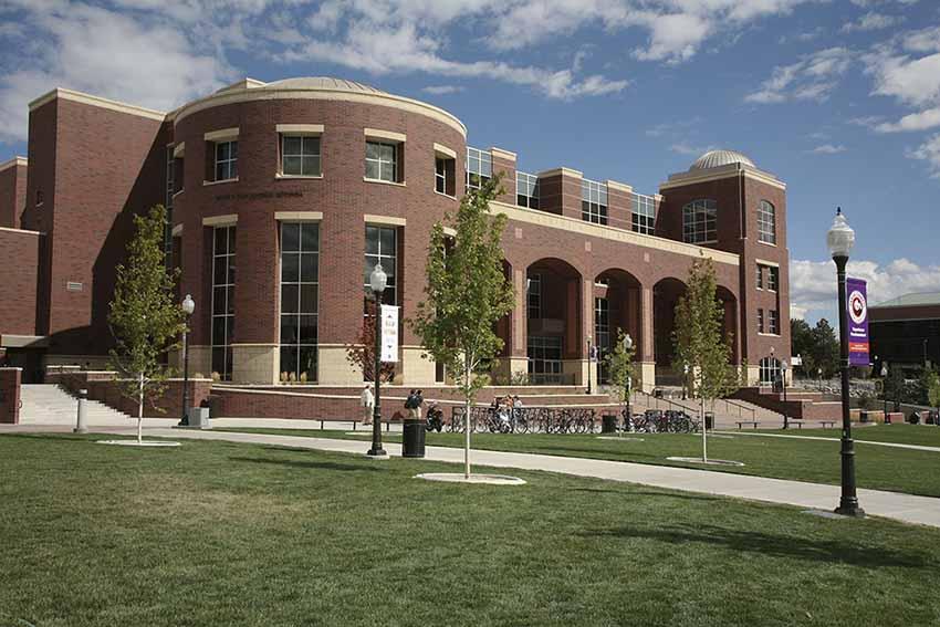El edificio Mathewson-IGT de Reno, sede del Centro de Estudios Vascos y de la Biblioteca Vasca de la Universidad de Nevada, Reno