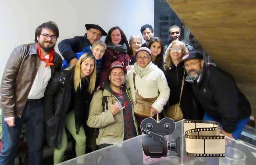 Arrtimando el hombro en actividades como el Ciclo de Cine Vasco, miembros del Directorio y amigos de Euzko Etxea